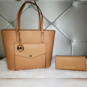 Michael Kors Peanut Cream Snap Tote With Wallet.